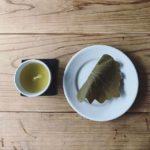 昨日は陽に当たりすぎました。今日は柏餅と緑茶でしっぽりと。 (Instagram)