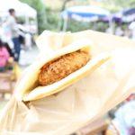今日のお昼は幼稚園のバザーで長谷のいいとこどりコロッケパン。うまい! (Instagram)