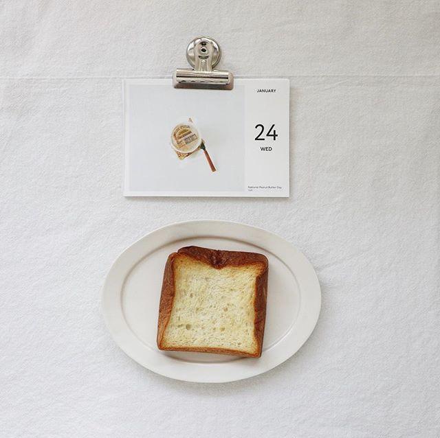 残りものデニッシュパンのはじっこが今日のおやつ。おいしいー (Instagram)