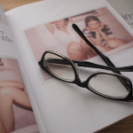 黒縁メガネでかんたんおでかけスタイル